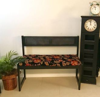 SUPER CUTE WOODEN BENCH. 39 w x 32 tall overall x 32 seat to floor EX CONDITION
