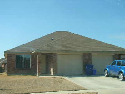 $775, 3br, Duplex 3 Bed2 Bath1 Car Garage