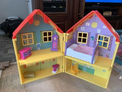 Peppa Pig house with accessories
