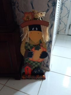 "Wooden Scare""CROW"" with pumpkin"