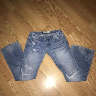 BEST JEANS EVER!!! Abercrombie & Fitch Low Rise Light Denim Flare Hem Naturally Distressed Jeans ~ SO COMFY!! Size 2S (26 W/31 Inseam)