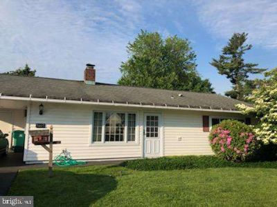 16 Starlight Ln LEVITTOWN, Welcome to this Three BR single