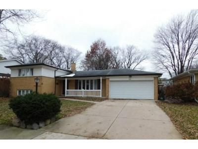 3 Bed 2 Bath Foreclosure Property in Arlington Heights, IL 60005 - S Dwyer Ave