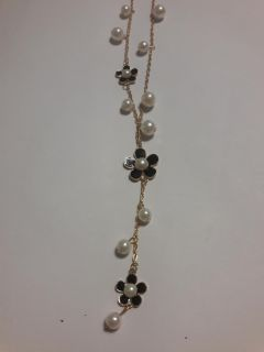 Faux pearl and flower sweeter chain
