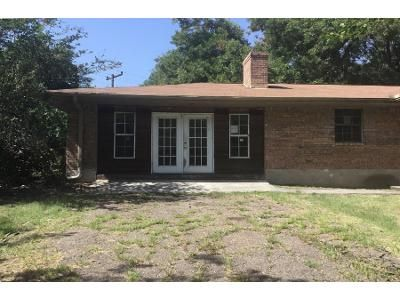3 Bed 2 Bath Foreclosure Property in Kemp, TX 75143 - County Road 4023