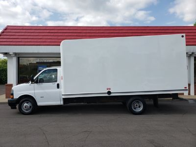 2018 GMC Savana 3500 Box Van (White)