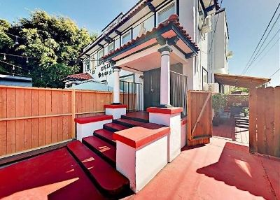 $8650 3 townhouse in Metro Los Angeles
