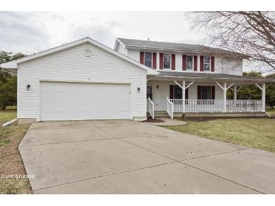 4 Bed 2.5 Bath Foreclosure Property in Chatham, IL 62629 - Lexington Ct