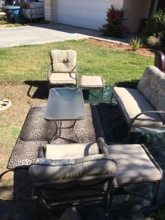 6 piece patio set with cushions in new condition
