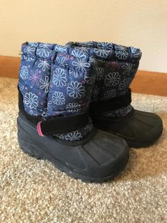 Girls size 9 snow boots