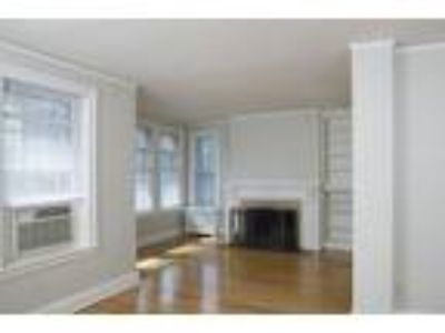 St. Regis - One BR, One BA - 800-899 Sq Ft