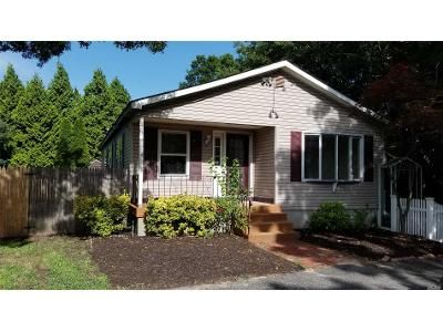 2 Bed 2 Bath Foreclosure Property in Holtsville, NY 11742 - Vautrin Ave