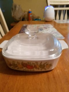 Vintage small Corning ware in great condition.