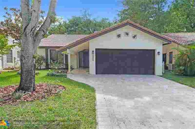 1511 Riverwood Ln CORAL SPRINGS, Hard to find Three BR