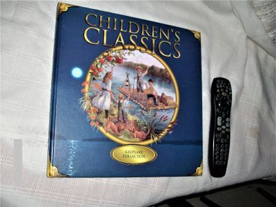 Children's Classics Keepsake Collection hardcover book with 12 stories -- Fantastic condition