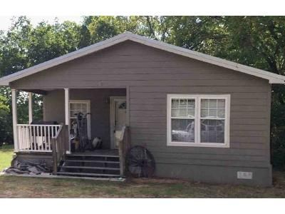 3 Bed 2 Bath Foreclosure Property in Cumby, TX 75433 - Commerce St