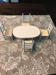 Dollhouse kitchen table and chairs