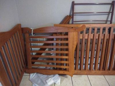 Baby crib / toddler bed needs to go asap