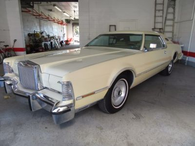 1976 Lincoln Continental Mark IV (Yellow)