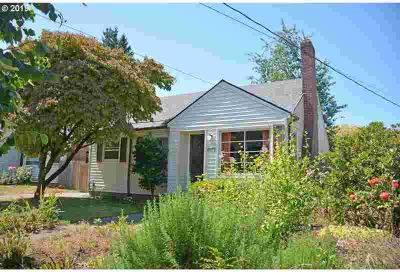 6419 NE 31st Ave Portland Three BR, Chic Cape Cod is the Cat's