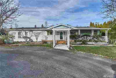 6611 239th Ave E Buckley Three BR, Manufactured home on a large