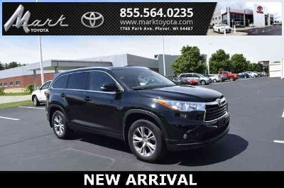 2015 Toyota Highlander XLE V6 All Wheel Drive w/Heated Leather Seats, Moonroof &