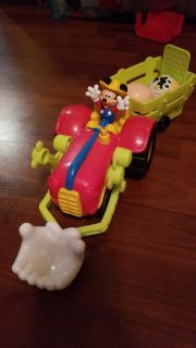 Farmer Mickey tractor with ball animals
