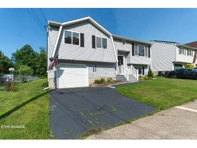 2 Bed 3 Bath Foreclosure Property in West Haven, CT 06516 - Lattanzi St