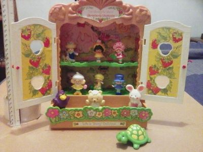 1981 Strawberry Shortcake case&figurines