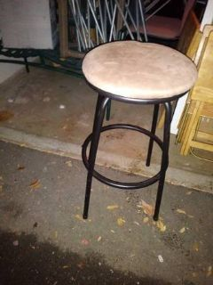 Padded bar stool In Fairfield on 6/16 if you want me to bring this