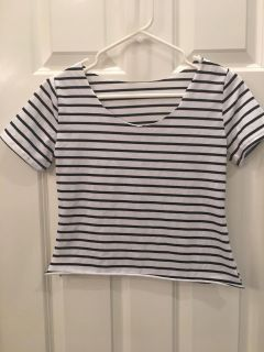 Teen Girl s Crop Top! Cut-Out neck! Great Condition! SZ S