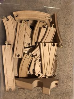 Wooden train track pieces - 32 pieces
