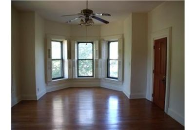 Spacious Historic 2nd Empire Duplex 1800 square ft