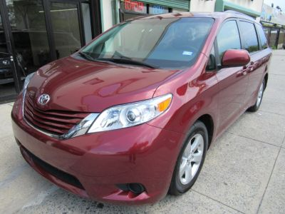 2017 Toyota Sienna LE Auto Access Seat FWD 7-Pass (Red)