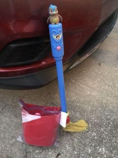 Disney s Snow White broom, dust pan and accessories