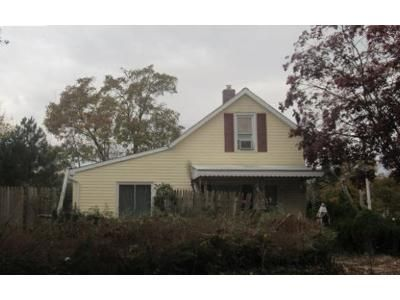 3 Bed 2 Bath Foreclosure Property in Islip, NY 11751 - Commack Rd