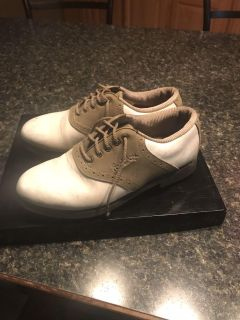 Size 6 golf shoes