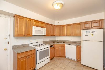 Huge Rogers Park 2bd/2bth with Heat & Gas Included-Separate Living & Dining