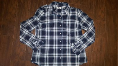 New condition Old Navy Plaid button down. Size medium.