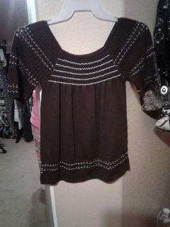 Super CUTE exhilaration Brown and gold light weight sweater top looks adorable on!! Size M $5