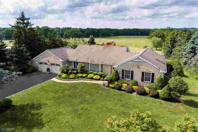 193 Mountain Ave Warren, Beautifully Maintained Bright and
