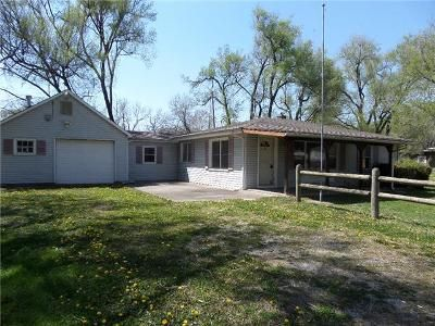 2 Bed 1 Bath Foreclosure Property in Tecumseh, KS 66542 - SE Arapaho Rd