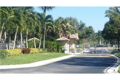 Spacious 3 bedrooms 2 baths with private pool