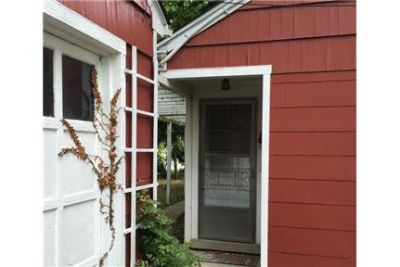 Amazing 3 bedroom, 2 bath for rent. Parking Available!
