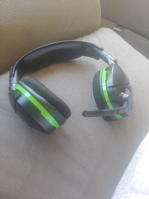 Xbox 1 x and turtle beach head seat