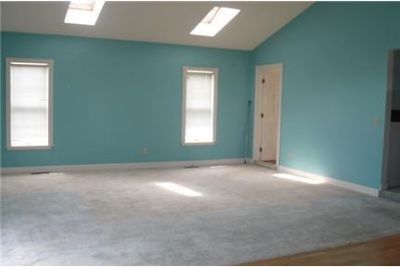 Lease Spacious 5+1.50. Approx 2,200 sf of Living Space. Parking Available!