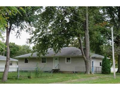 3 Bed 1.0 Bath Preforeclosure Property in Elyria, OH 44035 - Courtland St