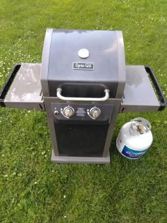 Dyna-Glo Smart Space Living Propane gas grill 2 burners. Gas tank included! Grill gray and black. Can cook 17 burgers at once!!!