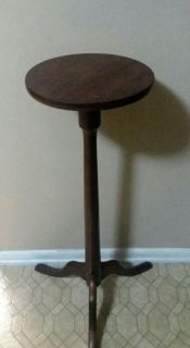 (SOLID WOOD) OCASSIONAL TABLE/ PLANT STAND........EXCELLENT CONDITION