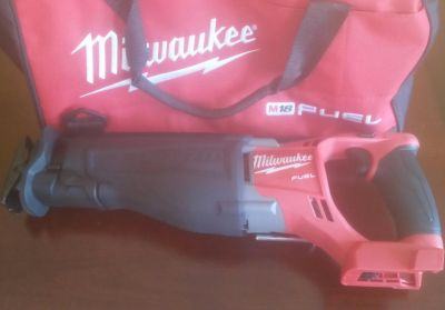 NEW MILWAUKEE M18 SAWZALL TOOL